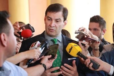 """Senador trata de """"resentidos"""" a quienes critican acercamiento de Marito con Cartes."""