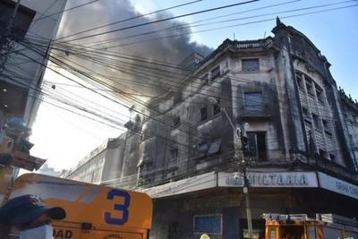 Aún se desconocen causas del incendio en el ex Cine Victoria