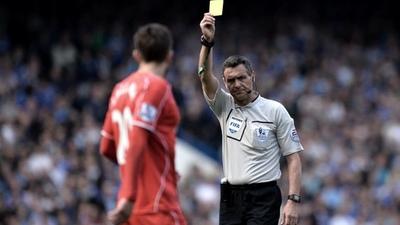 En la Premier League los árbitros podrán sancionar a los jugadores que tosan deliberadamente