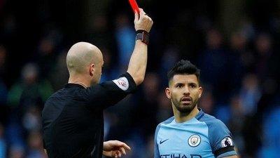 Tarjeta roja y posible demanda por toser a un rival en la Premier League