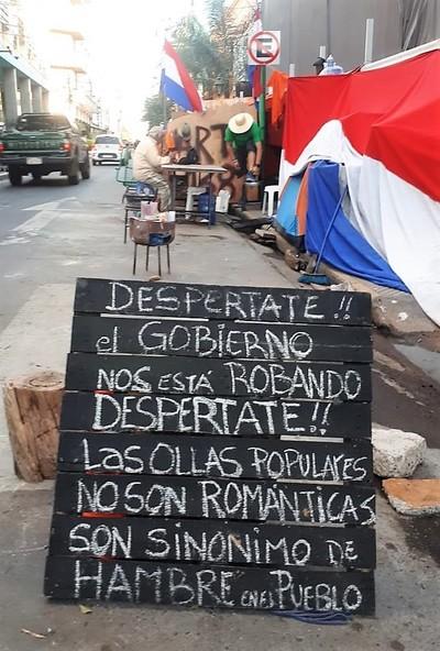 """Desastre de ayudas y """"pandemia"""" de hambre obligan a institucionalizar las ollas populares"""