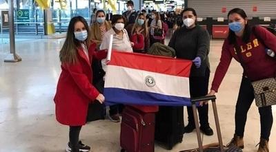 HOY / Más de 13mil paraguayos retornaron al país y se prevé la llegada de 5700 más