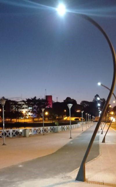 Reparan iluminación en el lago de la República de Ciudad del Este