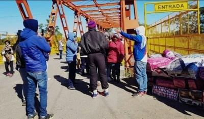 Entregan abrigos a paraguayos y argentinos varados en Puerto Falcón