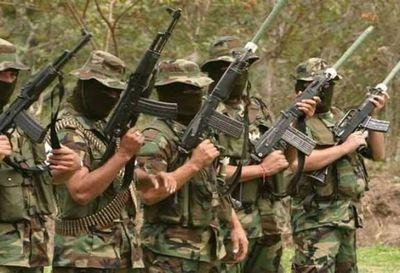 Mueren cinco presuntos miembros de banda narco en bombardeo en Colombia