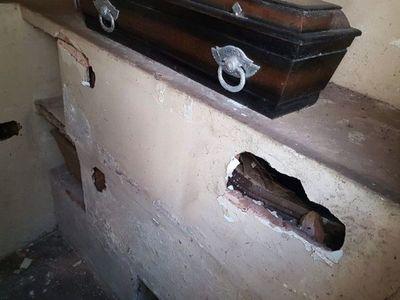 Denuncian profanación de  nueve tumbas en la Recoleta