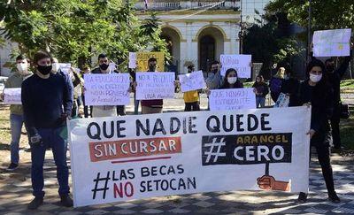 Universitarios preparan protesta por arancel cero