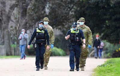 """Lágrimas y angustia en  Melbourne, """"una ciudad fantasma"""" por el coronavirus"""