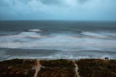Reconvertido en huracán, Isaías impacta en costa este de EEUU