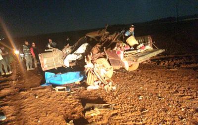 Grave accidente entre camioneta y camión deja dos muertos y cuatro hospitalizados