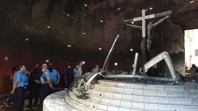 Bombas, robos e incendios en cinco parroquias de Nicaragua: máxima tensión entre la Iglesia Católica y el régimen de Daniel Ortega
