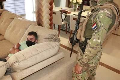 """Detienen al Jefe de la facción criminosa """"OS MANOS"""" en residencia de lujo"""
