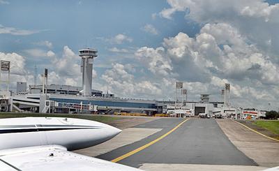 Analizan reactivar aerolínea de bandera estatal para aumentar conectividad
