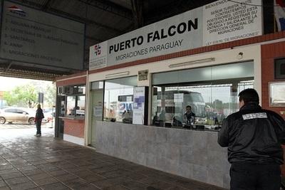 """Puerto Falcón: Camioneros exigen ir a sus casas, """"aquí no tenemos ni agua"""""""