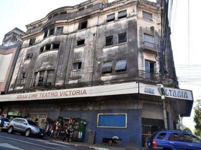 Artistas piden salvar Cine Victoria y convertirlo en centro cultural