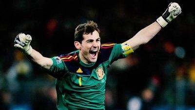 El arquero español Iker Casillas cuelga oficialmente los guantes