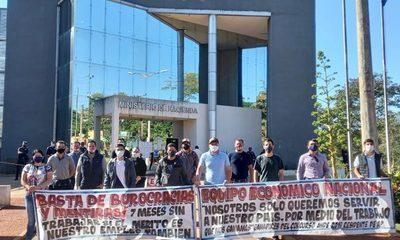 Ingenieros que ganaron concursos en la Ande exigen ser contratados – Diario TNPRESS