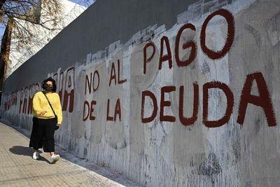 Argentina anuncia acuerdo con sus acreedores para reestructurar deuda
