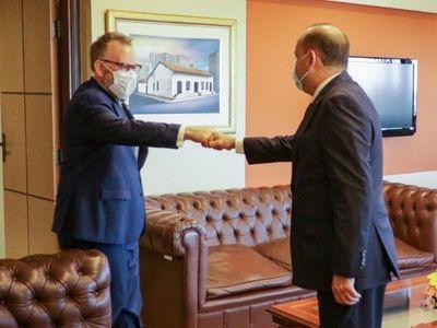 Embajador británico destaca y agradece diálogo con legisladores