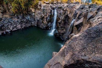 Encuentran muerto a un adolescente, en una cascada del río Acaray
