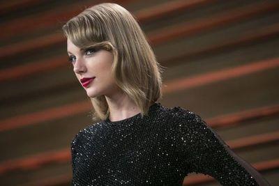 """Taylor Swift hace historia en listas de éxitos de EE.UU. con """"Folkore"""""""