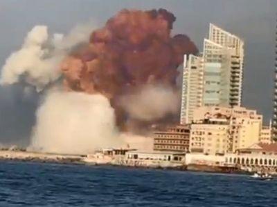 Enorme explosión sacudió Beirut en incendio de almacén de bombas