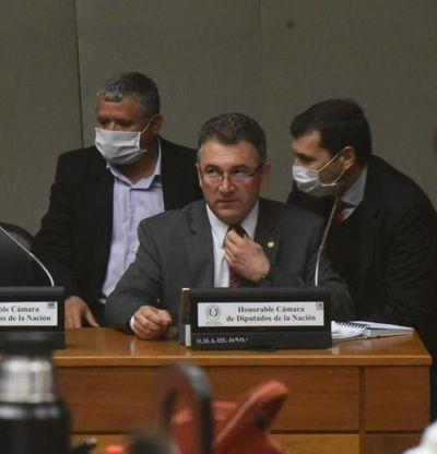 Diputados dan su voto de censura al presidente de la ANDE