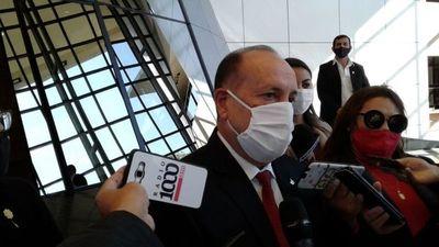 Intendentes tienen que terminar sus mandatos, más allá de acusaciones sobre ellos, dice senador