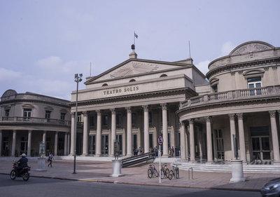 Uruguay estudia flexibilizar protocolo sanitario para retorno de los teatros