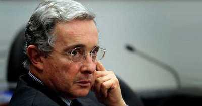 Ordenan detención de ex presidente colombiano Uribe