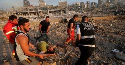 Al menos 50 muertos y 2.500 heridos en las explosiones en el puerto de Beirut
