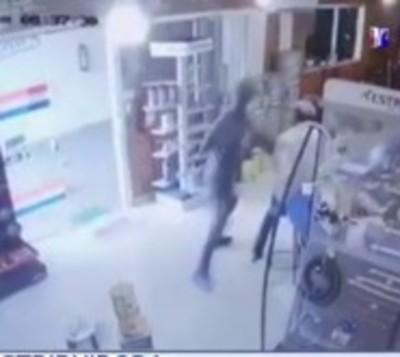 Sigue ola de asaltos: Desconocidos robaron a una distribuidora
