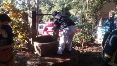 Anciano de 70 años trata de sacar agua de un pozo, cae en él y pierde la vida