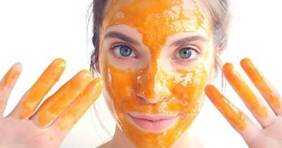 Máscara facial para aclarar las manchas y tratar las cicatrices de acné
