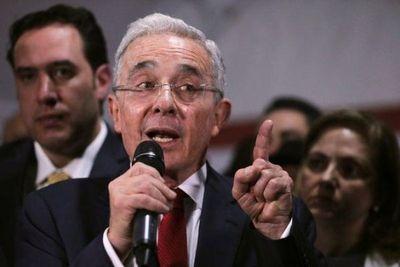 Corte Suprema de Justicia ordena detención de expresidente colombiano Álvaro Uribe