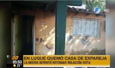 Mujer desata incendio en casa de su ex, según versión policial