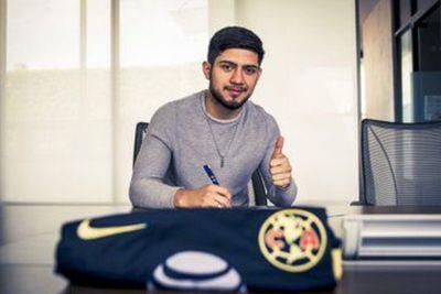 Sergio Díaz firmó y estampó el nuevo dorsal que utilizará en el América