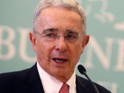 La Justicia ordena captura del ex presidente Álvaro Uribe