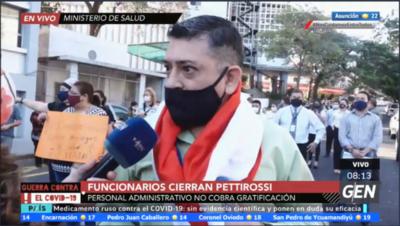 HOY / Funcionarios del ministerio de Salud cierran la Avenida Pettirossi en reclamo al no cobro de gratificaciones