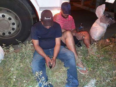 Policía incauta camiones con sustancias para producción de cocaína