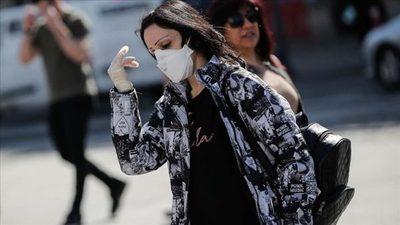 Francia se resiste a generalizar el uso obligatorio de mascarillas en la calle