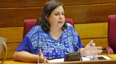 """Esperanza Martínez: """"No debemos hacer otro proyecto de Ley que ponga en jaque nuestros recursos para Salud"""""""