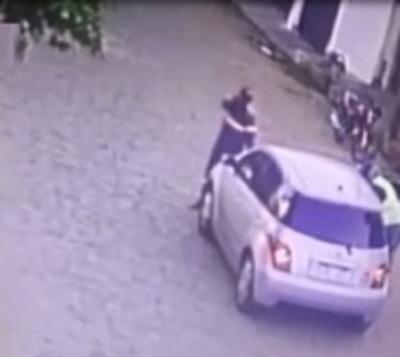 Víctima de asalto atropella a motochorros para impedir el escape