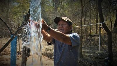 Perforando pozos hallaron agua dulce en la comunidad indígena de Laguna Negra