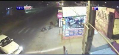 Luque: Conductor aparentemente ebrio atropella a motociclistas
