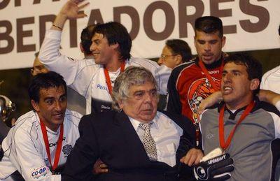 """El """"Mono"""" Tavarelli saluda por sus 80 años a Osvaldo Domínguez Dibb: """"Es una persona única e irrepetible"""""""