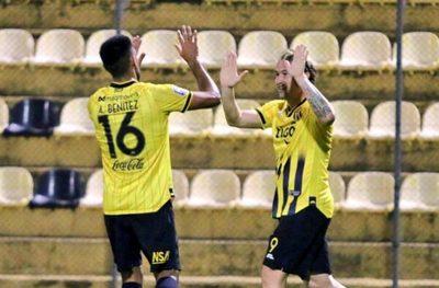 Guaraní no falla y alcanza la punta en un duelo con polémica en el final