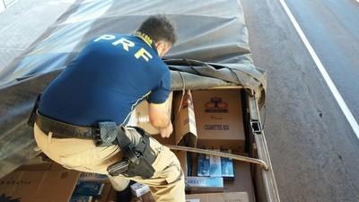 Decomisan 300 cajas de cigarrillo ESCONDIDOS entre granos de SOJA