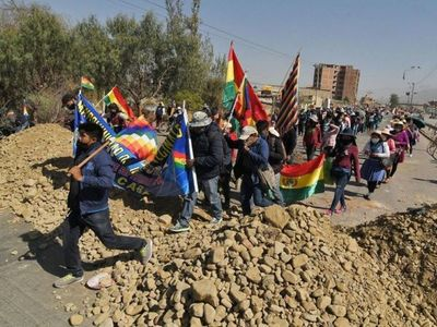 Cortes de ruta en Bolivia impiden paso de insumos médicos