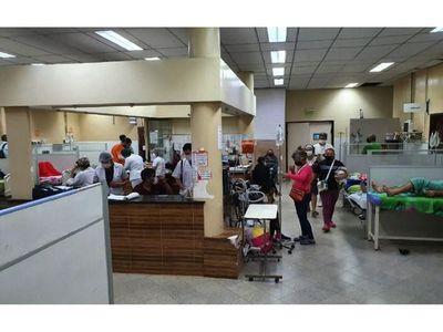 Clínicas al límite y hospitalizan a los pacientes hasta  en sillas